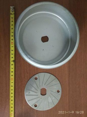 Фильтр и терка ( измельчитель) для соковыжималки.