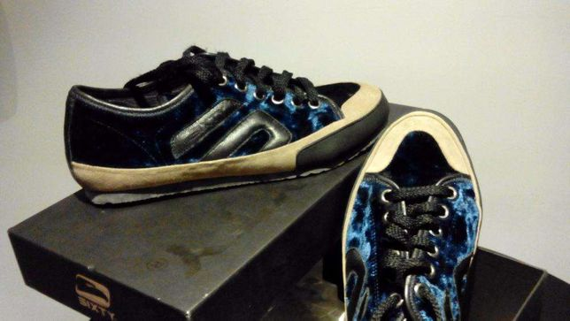 Sapatilha de Homem Azul Aveludada da marca SIXTY