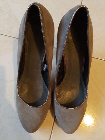 Sapatos cinza cortefiel