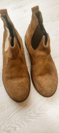 Осінні  чоботи для дівчинки