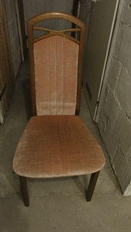 Cztery krzesła welurowe z drzewa w bardzo dobrym stanie