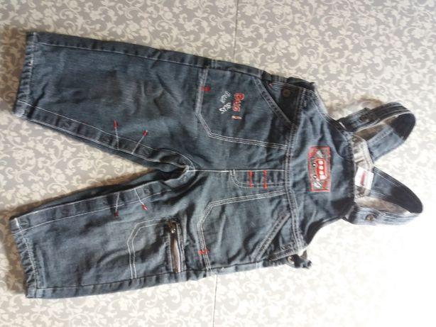 Spodnie jeansowe ocieplane ogrodniczki zapinane w kroku na napy  86