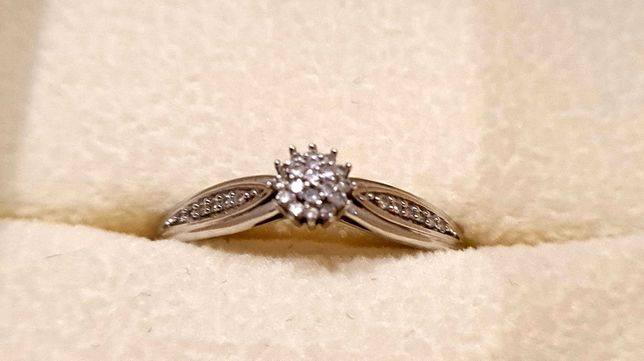 Pierścionek zaręczynowy Apart białe złoto diamenty brylanty rozmiar 15