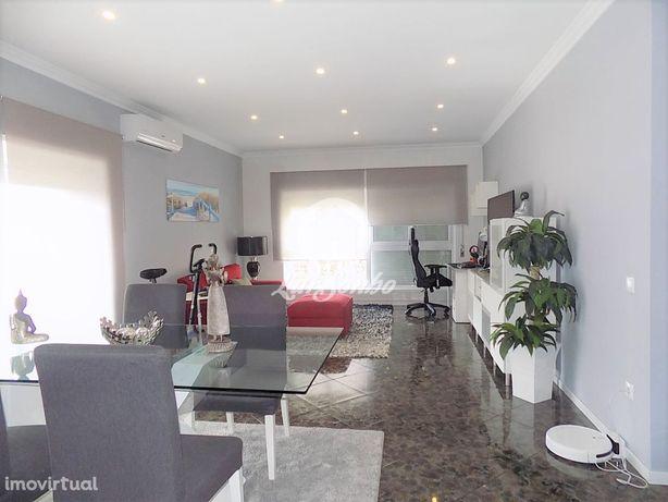 Apartamento T3 remodelado com 3 lugares de garagem em Ribeirão