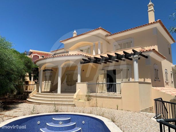 Fabulosa moradia T4, com piscina, barbecue, garagem na Ur...