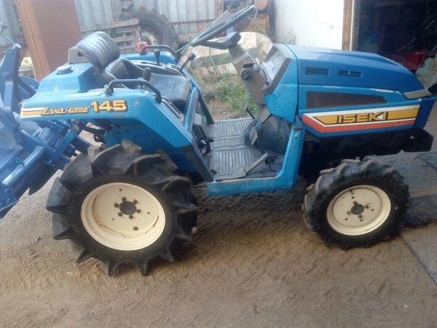 Tractor iseki  145 com motor de 3 cilindros