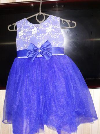 Нарядное красивое платье 2-3 года.