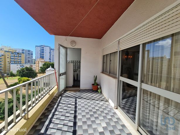 Apartamento - 104 m² - T3