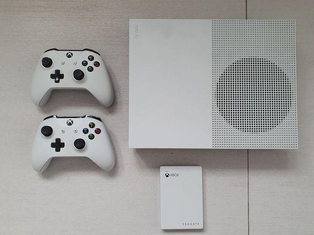 Xbox One 500GB z dyskiem zewnętrznym 2TB i dużą ilością gier