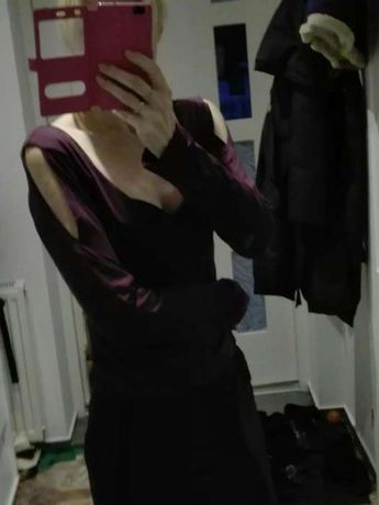 Fioletowa bluzka z wycięciami na ramionach
