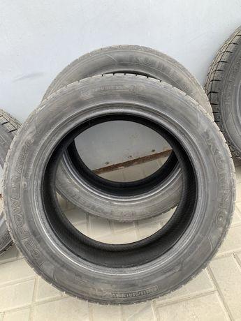 Продам комплект зимней резины kumho 215/55 R17