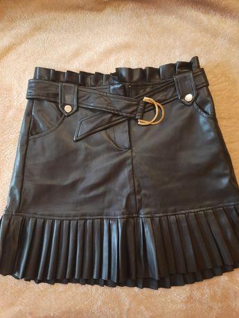 Трендовая юбка с экокожи