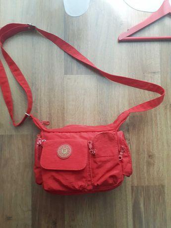 Czerwona torebka dla dziewczynki