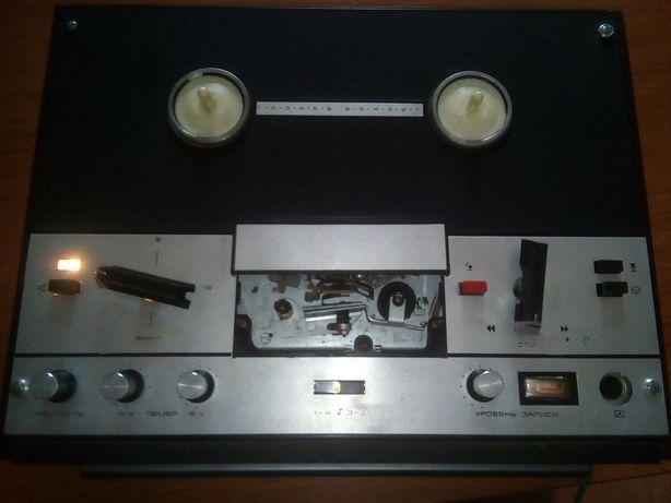 Катушечный магнитофон Маяк-202, рабочий, состояние хорошее