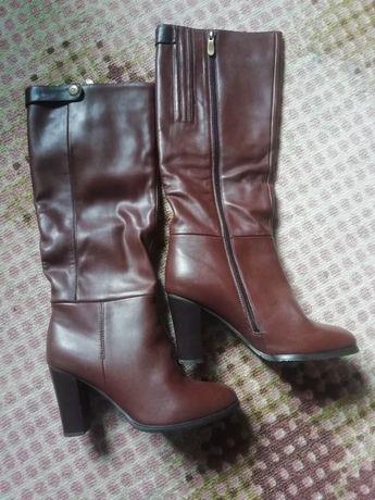 Сапожки женские на каблуках р. 39