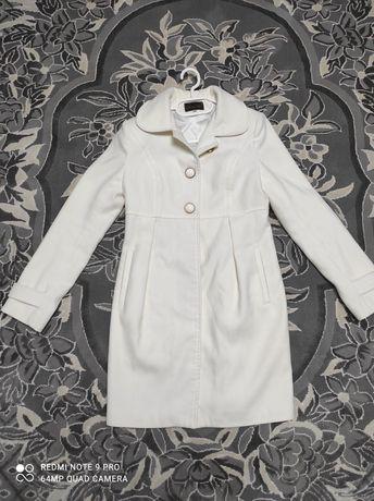 Кашемірове пальто молочного кольору
