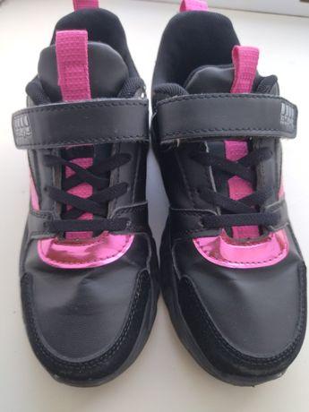 Продам кроссовочки для девочки
