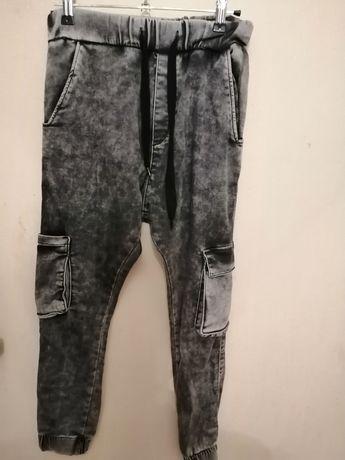 Брюки джинсовые серого цвета с карманами побокам