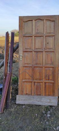 Drzwi budowlane drewniane