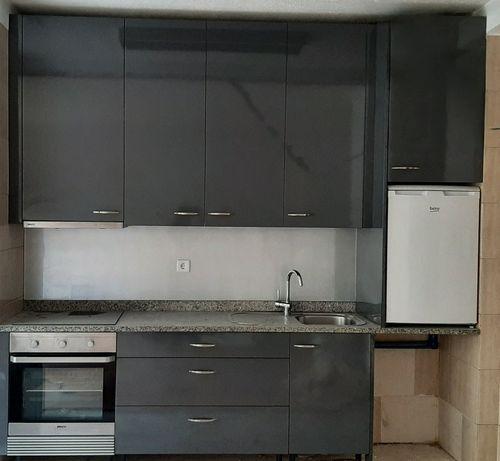 Armários Cozinha (eletrodomésticos não incluídos)
