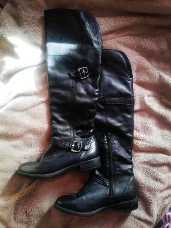 Чорні чоботи 36 розмір до коліна з пряжками