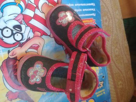 Тапочки, туфли для девочки