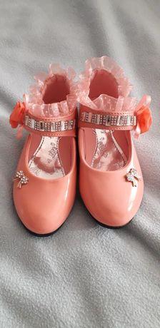 Дитяче взуття святкове