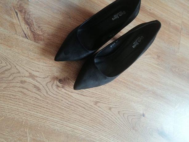 Czółenka buty półbuty 41 czarne szpic zamsz słupek