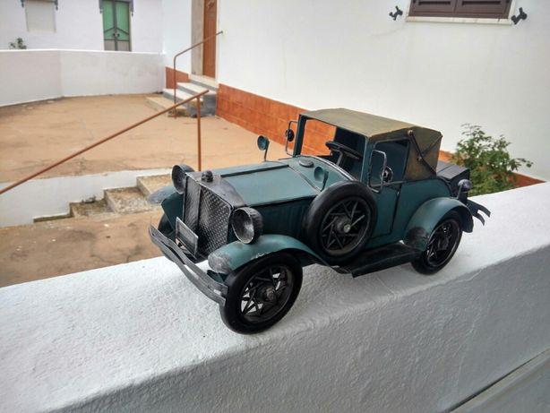 Carro em chapa muito bonito. Comprimento 31 cm por 14 de altura.