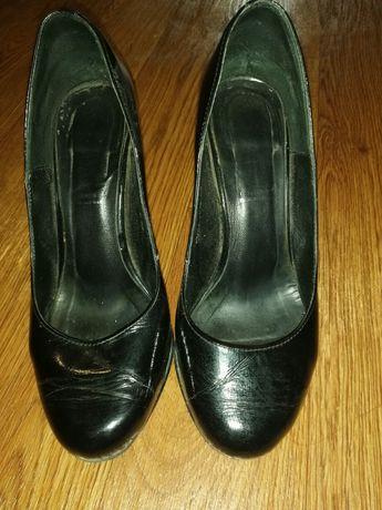 Лаковые кожаные туфельки