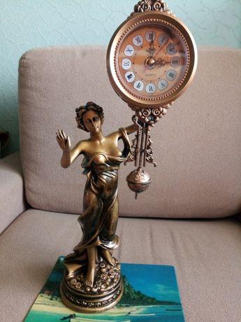 Настольные часы-скульптура с маятником