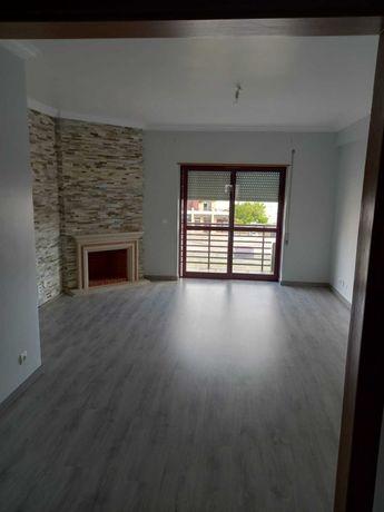 Excelente T2+1 para arrendamento Laranjeiro - Zona Central