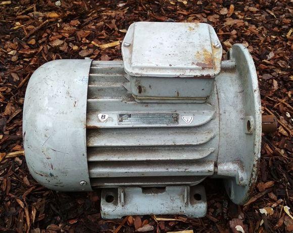 Silnik elektryczny kołnierzowy na łapach Tamel 2.2 kW