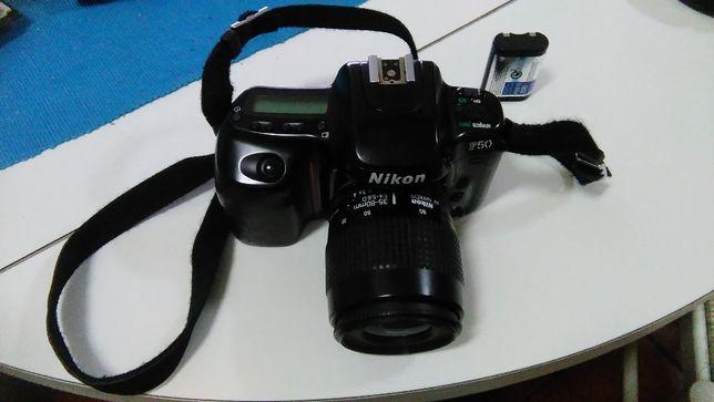 Máquina Fotográfica Nikon F-50 + Objectiva Zoom + Bateria + Mala