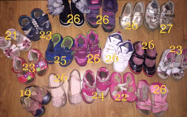 Взуття ботінки кросівки туфлі сапожки