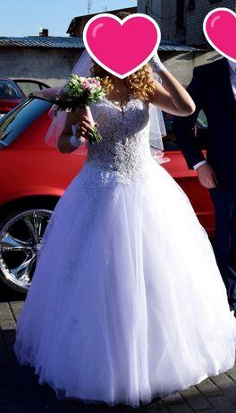 Suknia ślubna uszkodzona