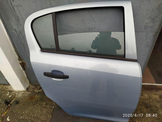 Drzwi prawe  tyl Corsa D 5 D 2009 r
