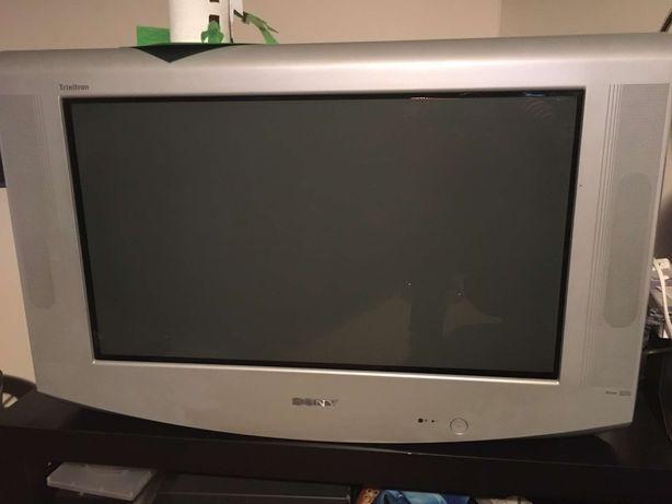 televisão com comando