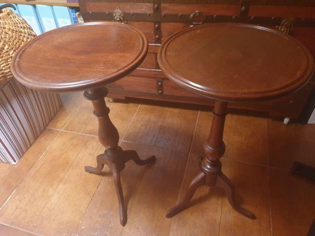 Duas mesas de apoio