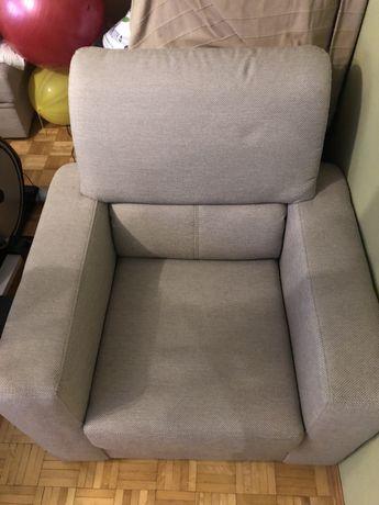 Fotel i dwie pufy