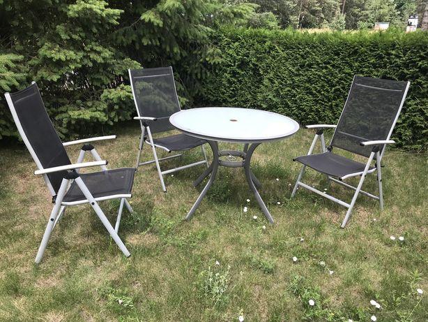 Szklany stół ogrodowy z krzesłami