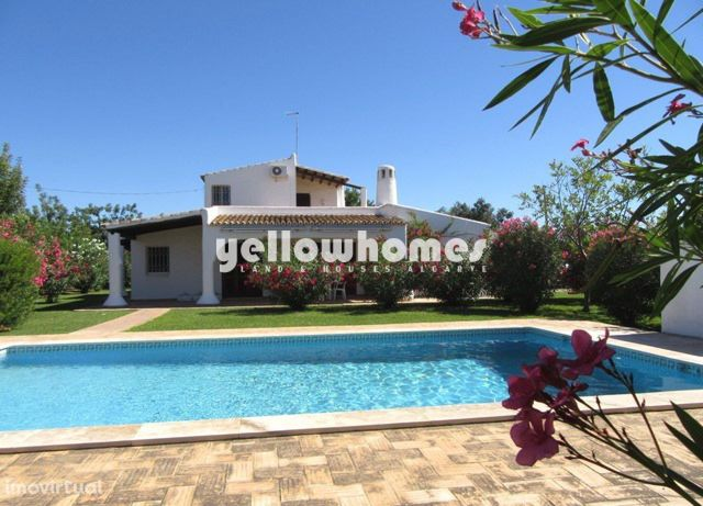 Bela moradia V3 em estilo mourisco com piscina perto de Moncarapacho