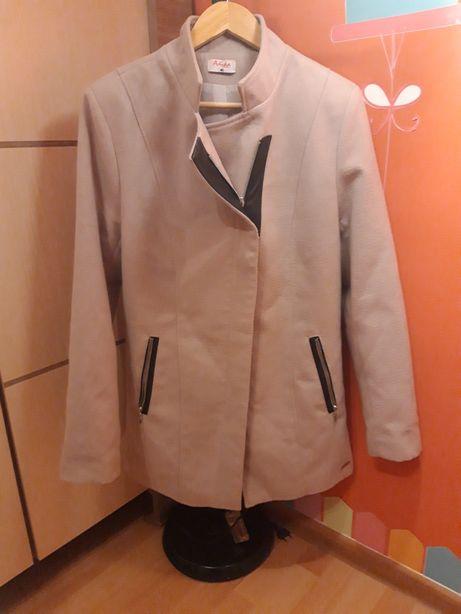 Piękny płaszcz  za bombonierke