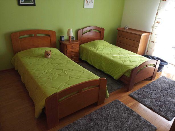 Mobília quarto completa em pinho maciço (2 camas, roupeiro e cómoda)