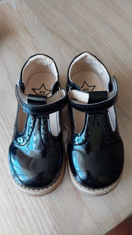 Продам босоніжки черевички для дівчинки 30р