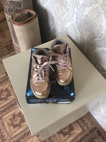 Ботинки SKECHERS 30 размер на девочку