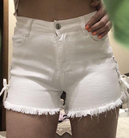 Белые шорты со шнурками