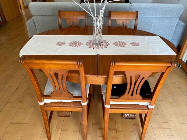 Mesa extensível de pinho maciço + cadeiras