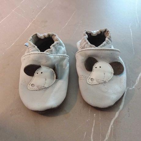 Kapcie pierwsze buty paputki rozm. S 6 - 12 miesiecy, niechodki