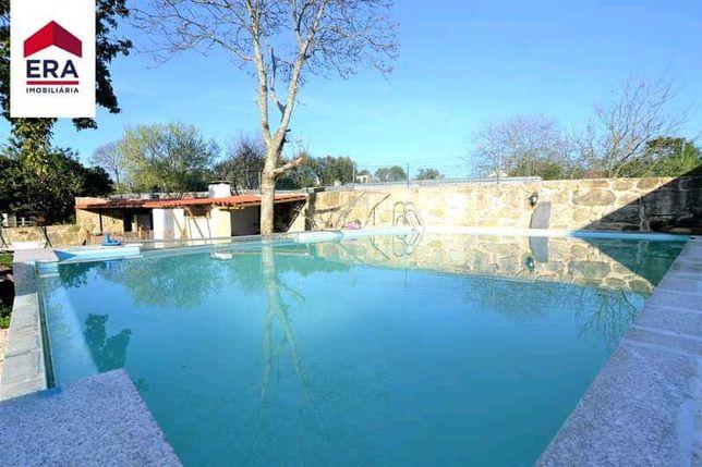 Moradia rústica T2 com jardim e piscina